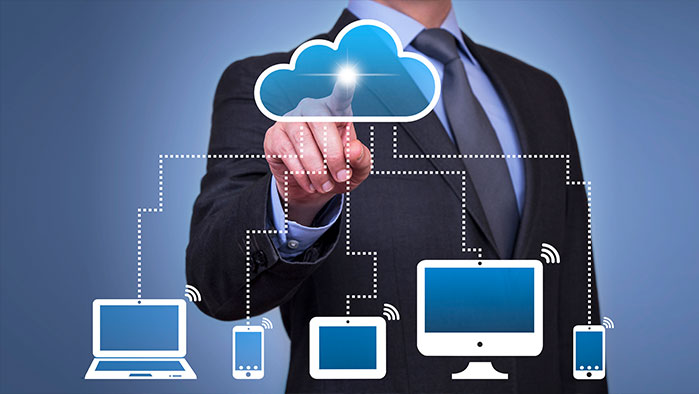 Mann drück auf virtuelle Cloud - Client Grafik
