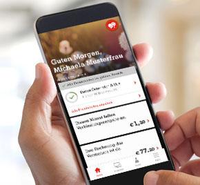 Person haelt Smartphone in der Hand und entdeckt die neue Mein A1 App