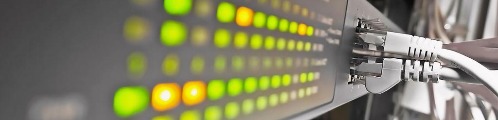 Server mit Lichtern und Netzwerkkabel