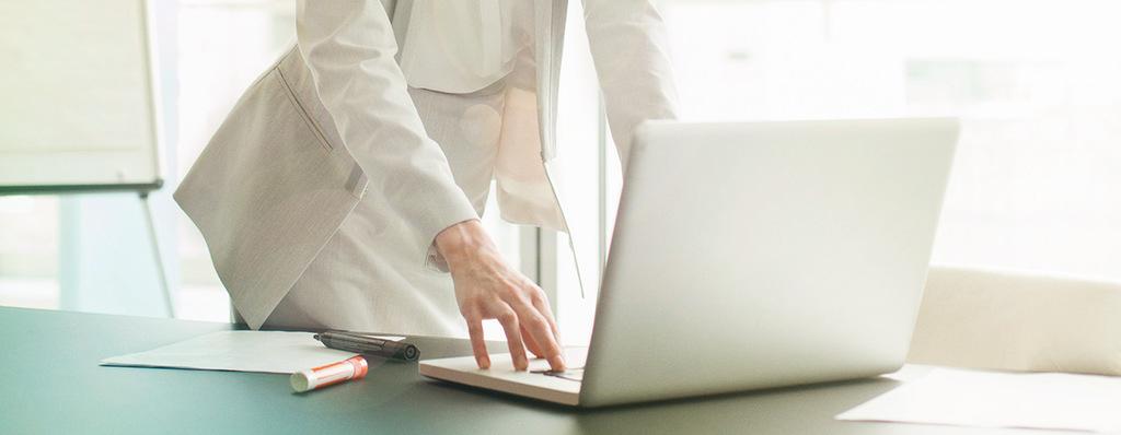 Laptop in Büroumgebung